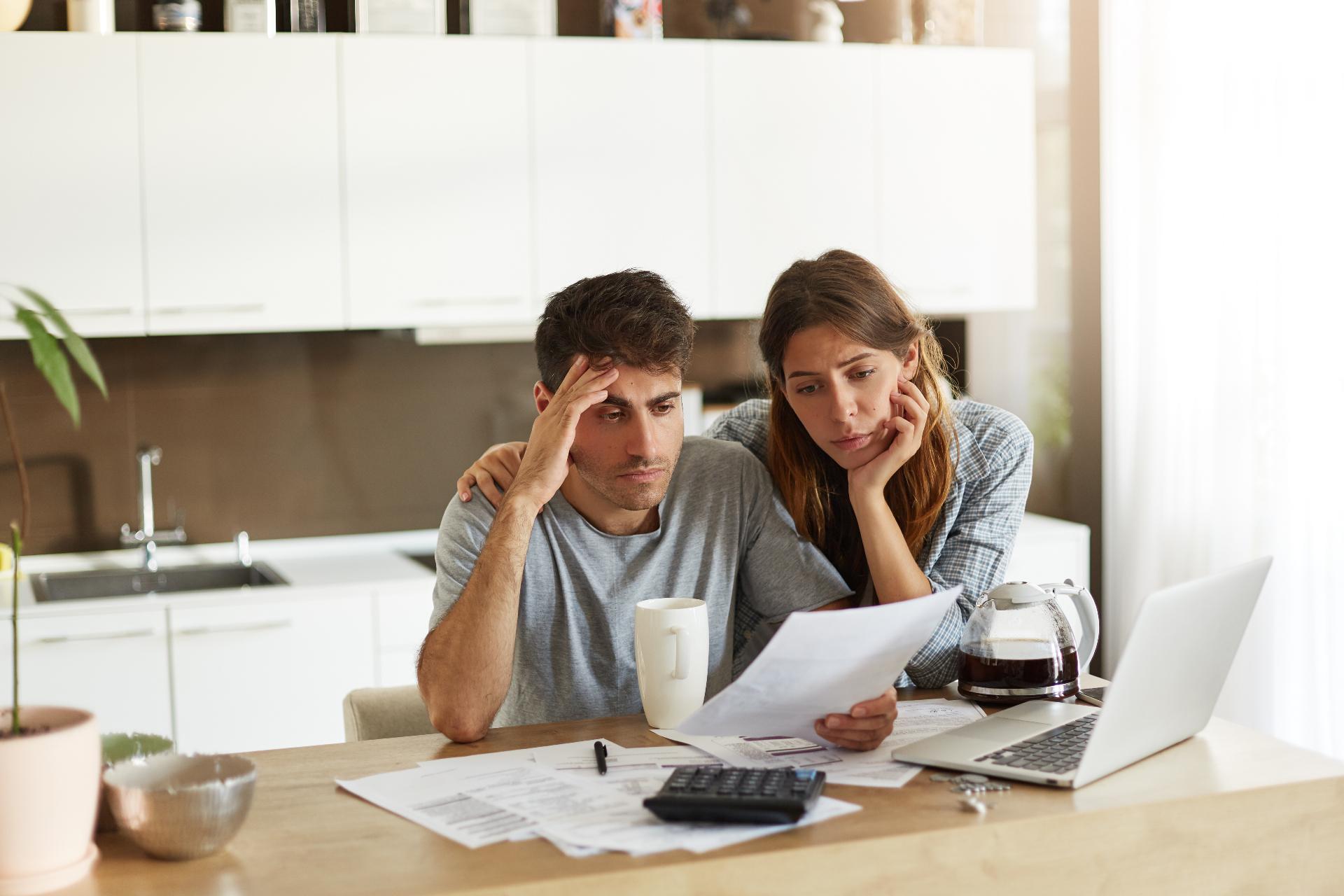 Лишиться квартиры можно, если она куплена в ипотеку, находится в залоге у банка, но заемщик перестал обслуживать кредит