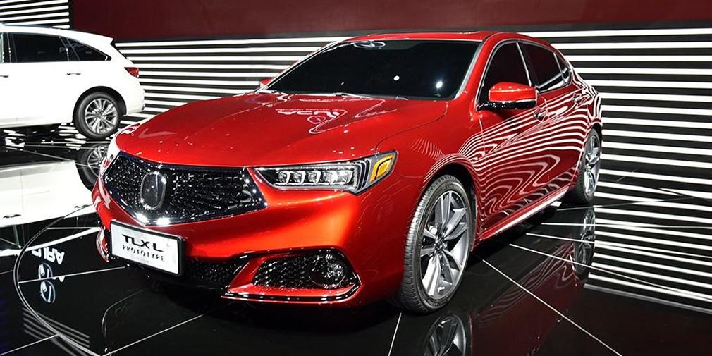 Acura TLX-L  Acura TLX с увеличенной колесной базой – еще один бизнес-седан из серии «лонгов», которые так популярны на китайском рынке. Впрочем, японцы не исключают появления машины на других рынках, если будет спрос. Габариты новинки компания пока не разглашает, но, судя по фото, задние двери удлинились довольно значительно. В Китае TLX оснащается бензиновым двигателем объемом 2,4 литра мощностью 208 л.с., который агрегатируется с 8-ступенчатым «автоматом». Тот же двигатель получит и удлиненная версия.