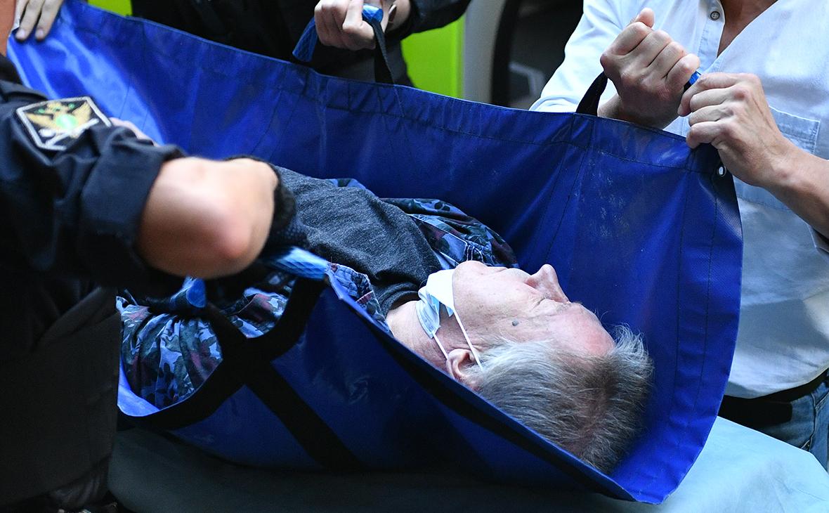 Михаила Ефремова госпитализируют из здания Пресненского суда города Москвы