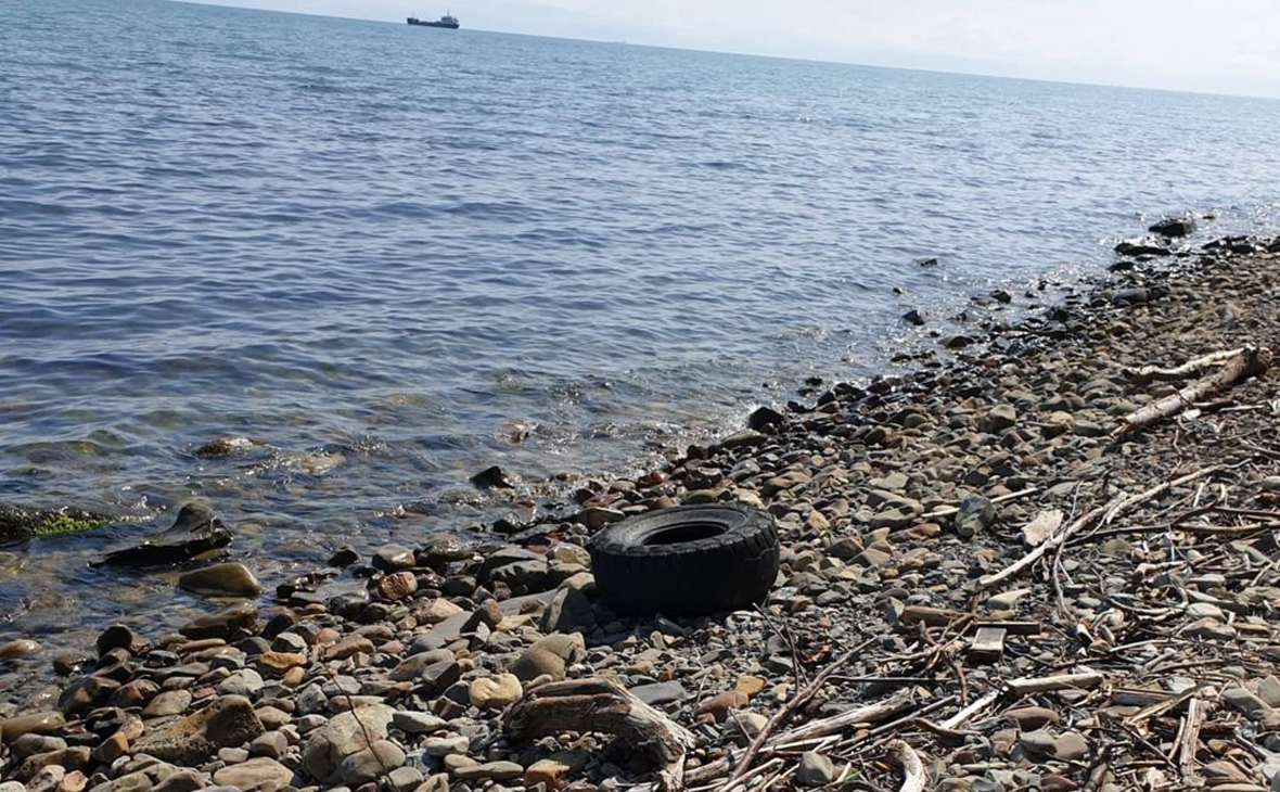 Власти Туапсе назвали причину разлива нефтепродуктов в Черном море