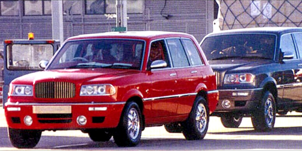 Bentley Dominator  На самом деле, Bentayga – не первый внедорожник Bentley. Около 20 лет назад британская компания сделала шесть кроссоверов специально для своего очень важного клиента – султана Брунея Хассанала Болкиаха. Модель, получившая имя Dominator, была создана на базе Range Rover. По слухам, Bentley сделали только кузов машины. Каждый экземпляр обошелся первому лицу Брунея в 3 млн фунтов стерлингов.