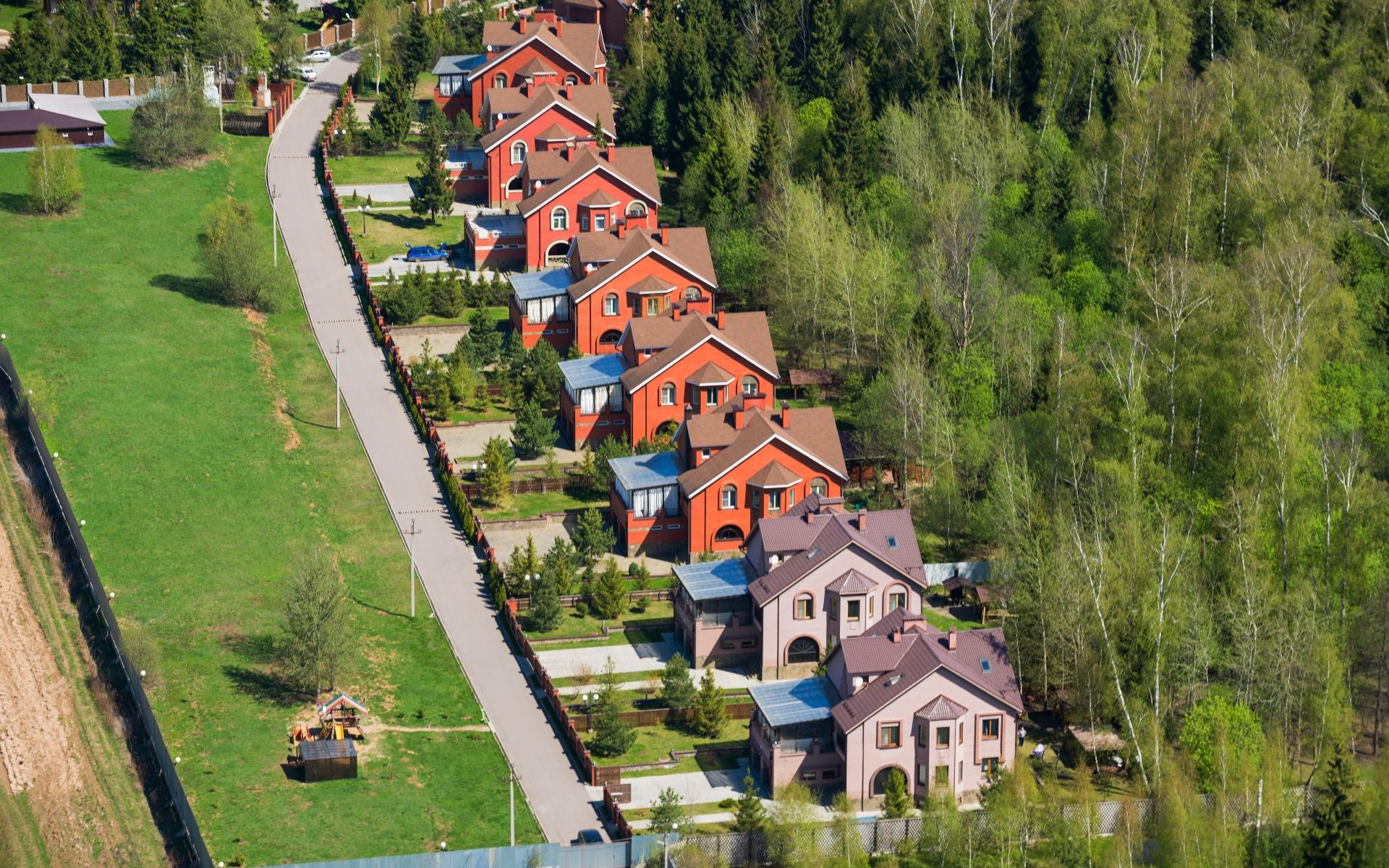 За лето 2021 года средняя стоимость загородного дома в России выросла на 5%