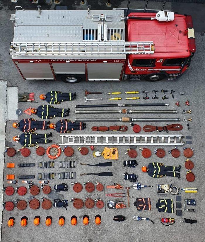 <p>Пожарные в Сингапуре</p>