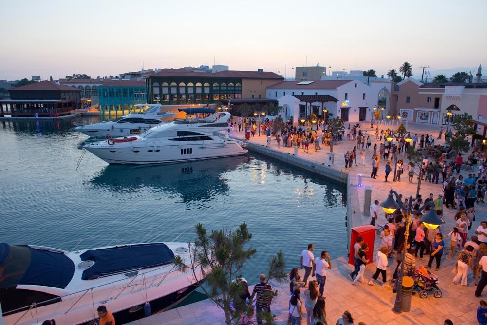Ресторанная зона моментально стала популярной у туристов и киприотов