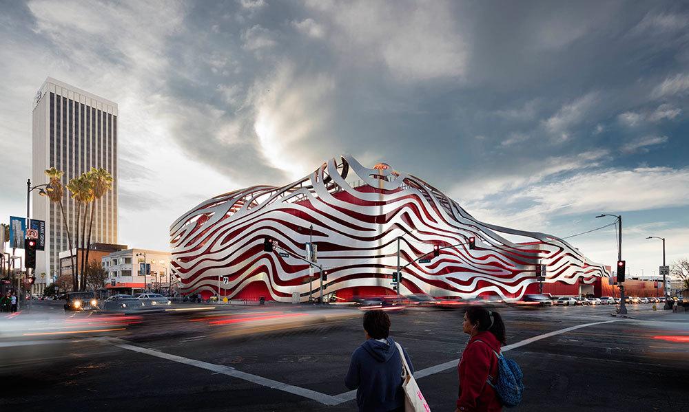 Номинация «Музеи икультурные центры»   Название: автомобильный музей Паттерсона Место: Лос-Анджелес Архитекторы: Kohn Pedersen Fox Associates
