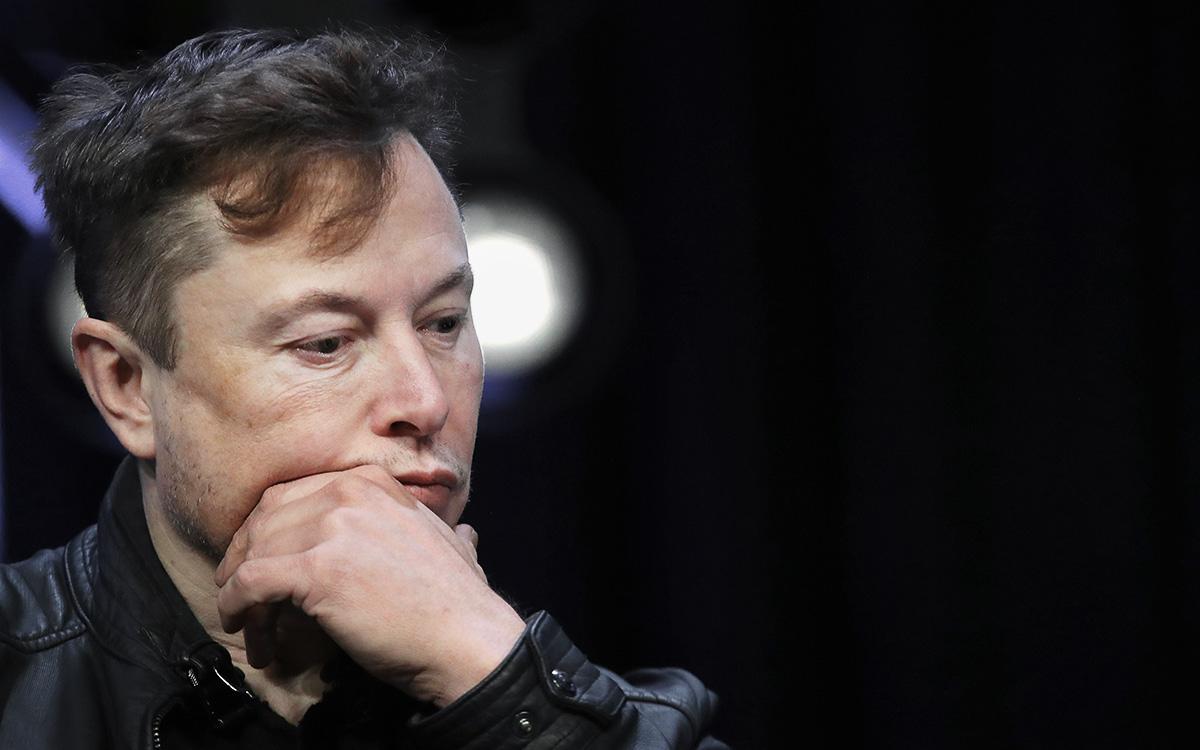 Маск потерял $15 млрд и лидерство в рейтинге после падения курса биткоина