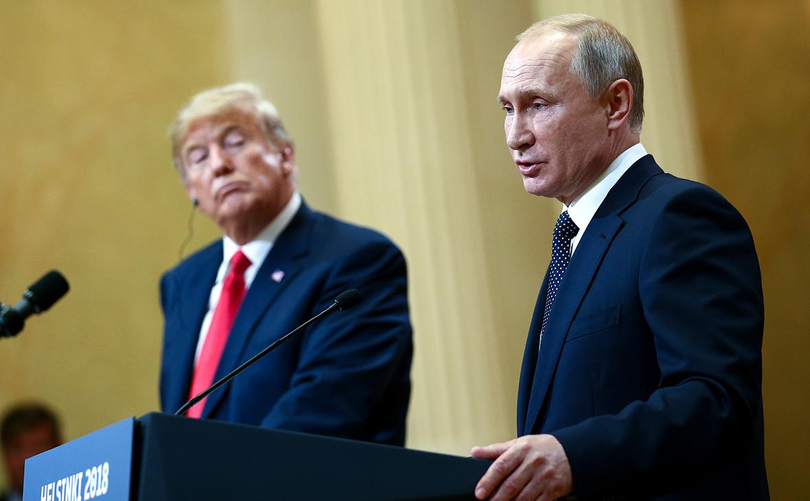 Дональд Трамп и Владимир Путин во время встречи в Хельсинки 16 июля 2018 года