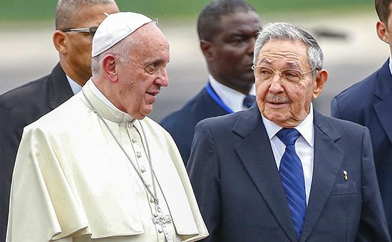 Папа Римский Франциск снынешним кубинским лидером Раулем Кастро