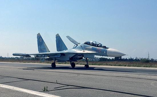 Истребитель Су-30 взлетает саэродрома ХмеймимвСирии
