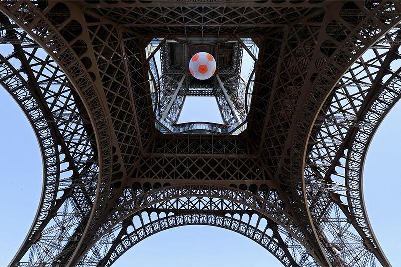 Фан-зону чемпионата Европы по футболу-2016 у Эйфелевой башни открыли 9 июня