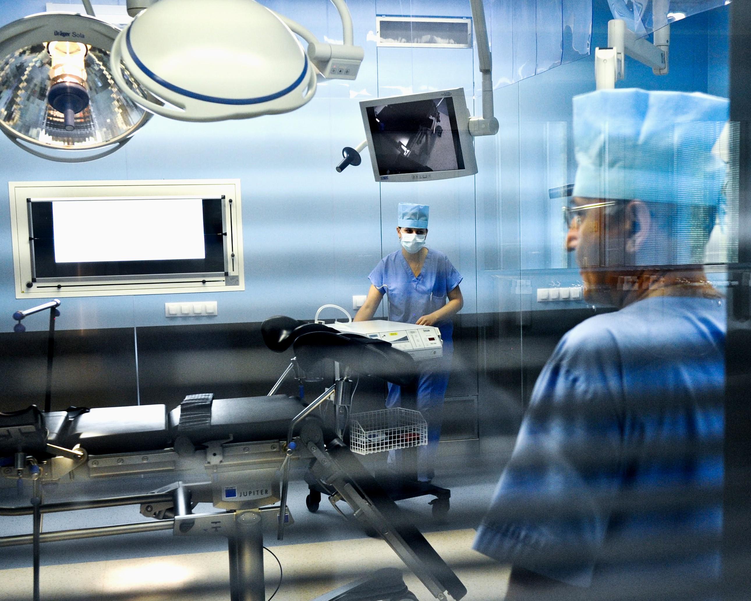 В московских больницах начались сокращения врачей и отделений