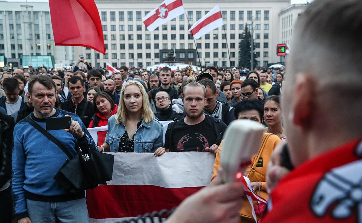 Минск. Участники акции протеста на площади