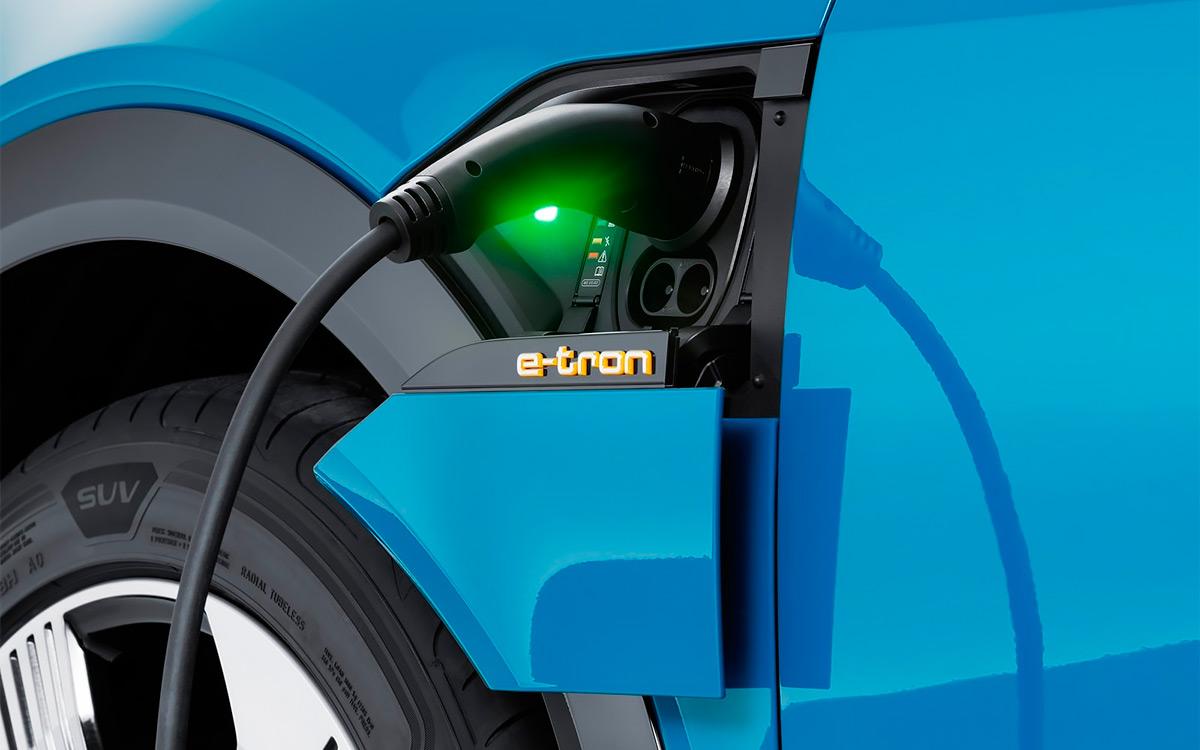 <p>150-киловаттная быстрая система зарядки поднимет уровень заряда с 0 до 80% всего за полчаса.</p>
