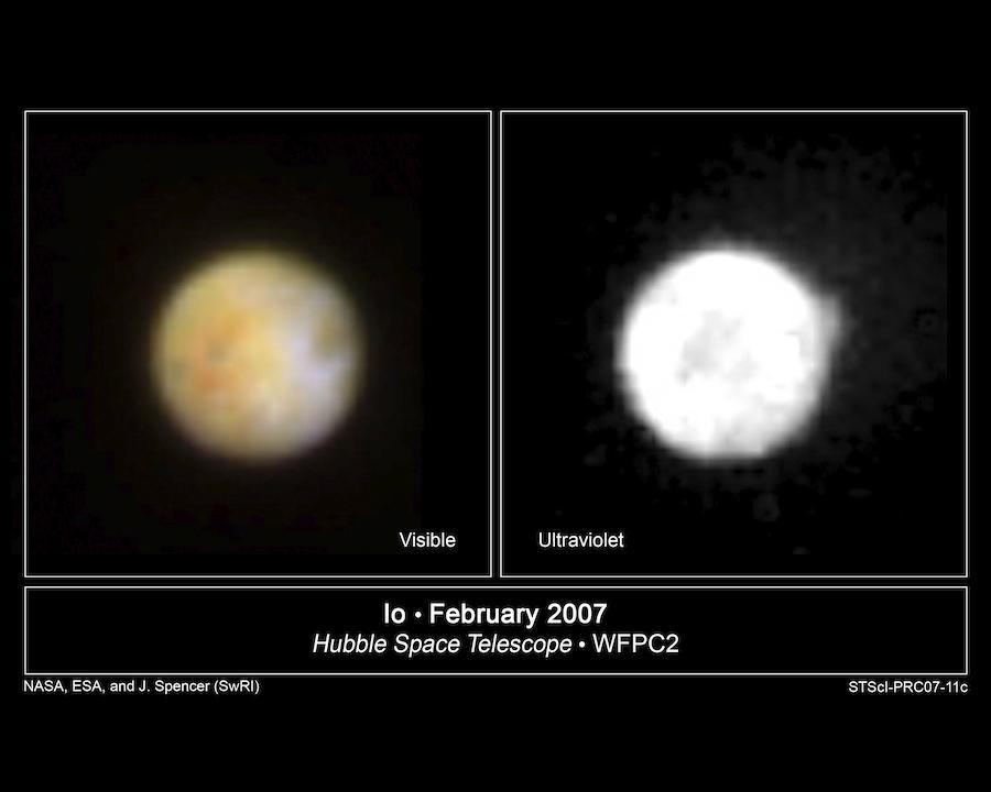 Изображения сделаны 14 февраля 2007 года. На левом видны оранжевые овальные отложения серы вокруг вулкана Пеле. На правом изображении виден большой шлейф, поднимающийся над поверхностью, недалеко от северного полюса