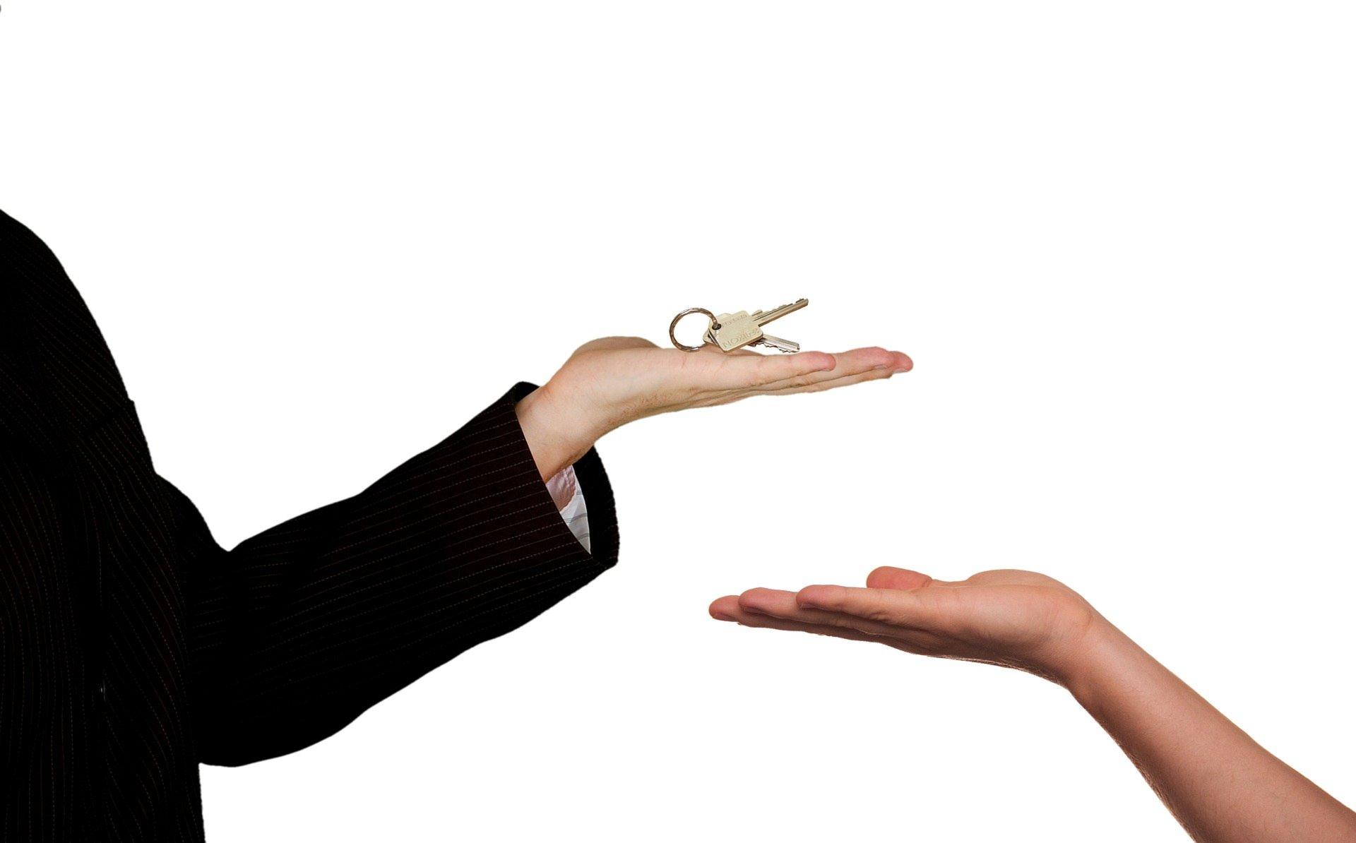 Важным вопросом для продавца квартиры во время сделки остается ее безопасность