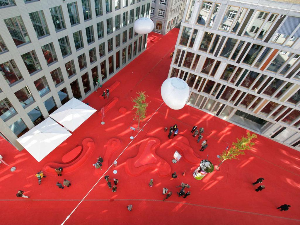 Приз за дизайн уличной мебели получили архитекторы Карлос Мартинез и Пипилотти Рист за свой проект City Lounge