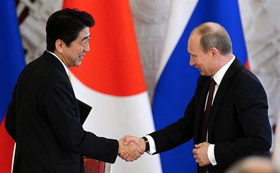 Премьер-министр Японии Синдзо Абэ (слева) ипрезидент России Владимир Путин, апрель 2013 года