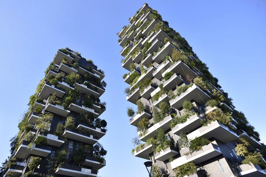 Bosco Verticale в 2014 году получил первый приз международного конкурса высотных зданий International Highrise Award, а в 2015-м стал лучшим небоскребом Европы по версии Совета по высотным зданиям и городской среде (CTBUH)
