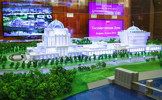 Один измакетов парламентского центра