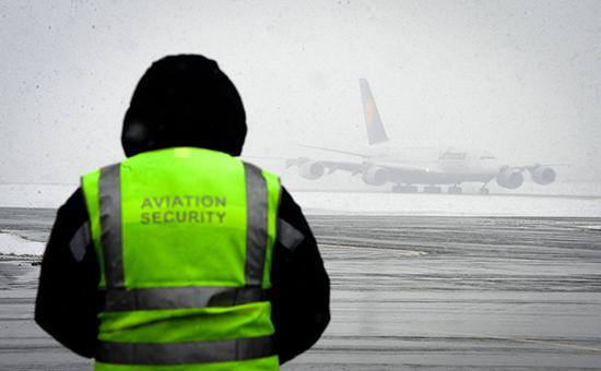 Сотрудник службы безопасности ваэропорту Внуково