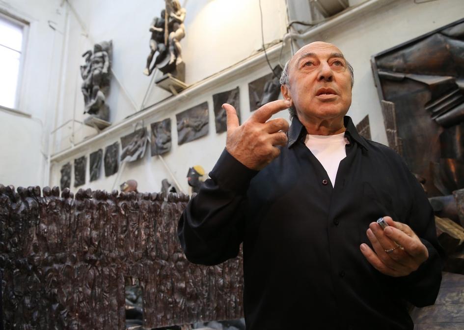 Георгий Франгулян в своей творческой мастерской