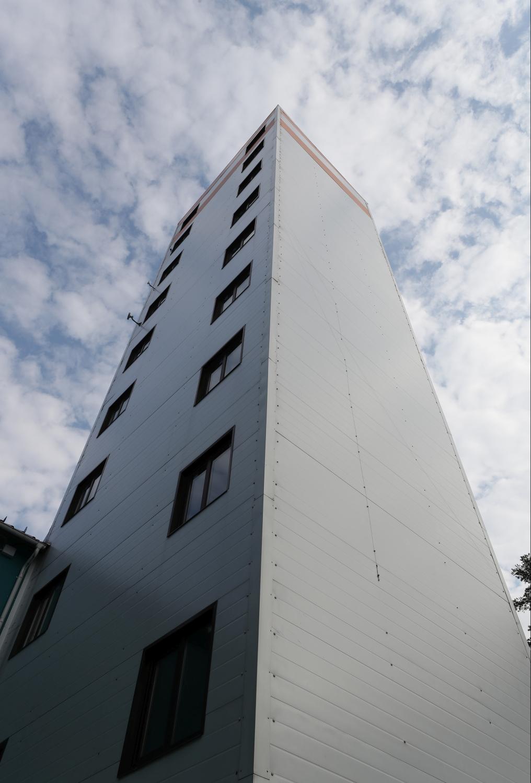 На испытательной башне проверяют качество лифтов