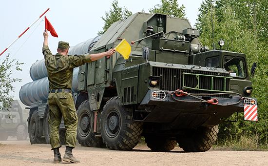 Зенитно-ракетный комплекс С-300 соединения противовоздушной обороны (ПВО) вовремя учений. Июль 2015 года