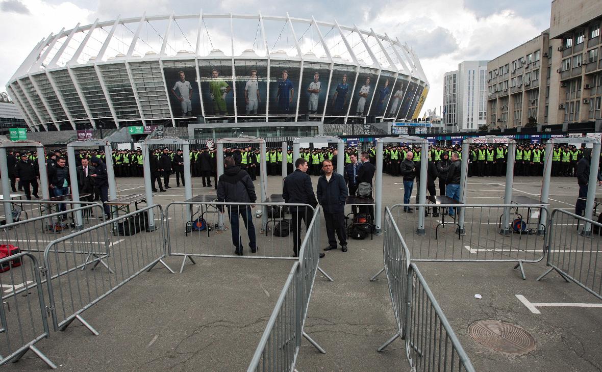 Полиция возле стадиона «Олимпийский»