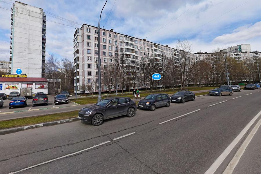 Улица Болотниковская в районе парка 70-летия Победы (бывший проектируемый проезд№ 4668А). 2017 год