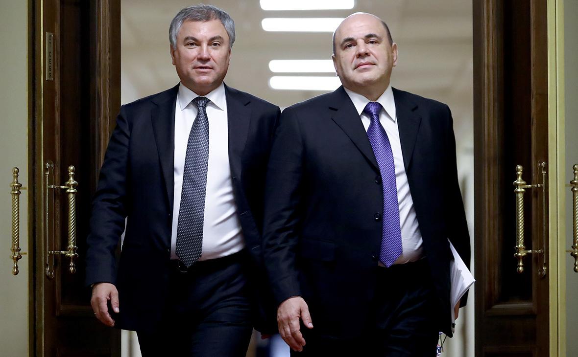 Вячеслав Володин и Михаил Мишустин (справа) перед началом заседания фракции «Единой Россия»
