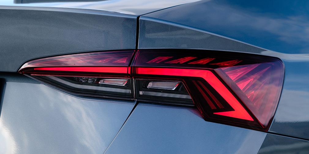 Сзади у всех Octavia (даже у самой дешевой)— полностью светодиодные фонари с динамическими поворотниками как у Audi.