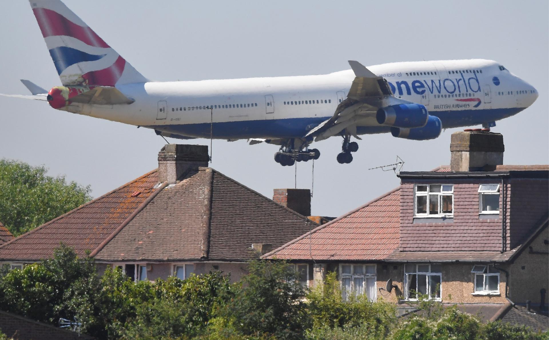 Самолет, заходящий на посадку в аэропорт Хитроу