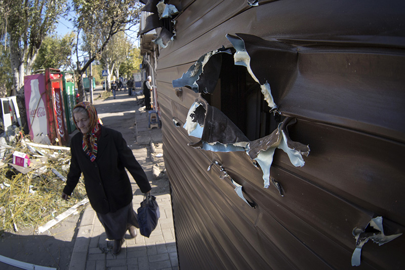 Киоск в Донецке, поврежденный при обстреле