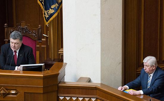 Президент Украины Петр Порошенко (слева) игенеральный прокурор Виктор Шокин
