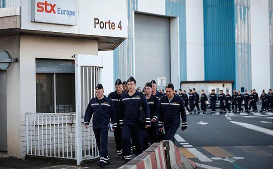 Российские моряки во французском городе Сен-Назер, где они проходили обучение управлению «Мистралями»