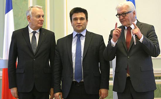 Главы МИД Франции, Украиныи ГерманииЖан-Марк Эро (слева),Павел Климкин (в центре),Франк-Вальтер Штайнмайер. Киев, Украина