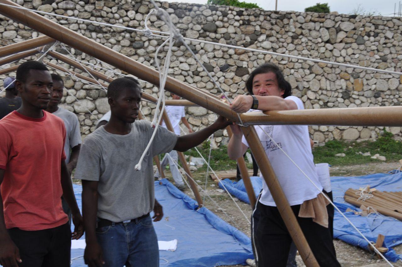 Японский зодчий продолжает заниматься волонтерской архитектурой: в июле он подписал договор с ООН о создании более 20 тыс. временных домов для беженцев в Кении. Еще неизвестно, из чего будут сделаны дома, но Сигэру настаивает, что они должны легко собираться местным населением с использованием простейших инструментов и подручных материалов