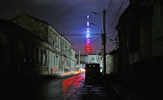 Неработающее уличное освещение наулицах города Симферополя. Архивное фото