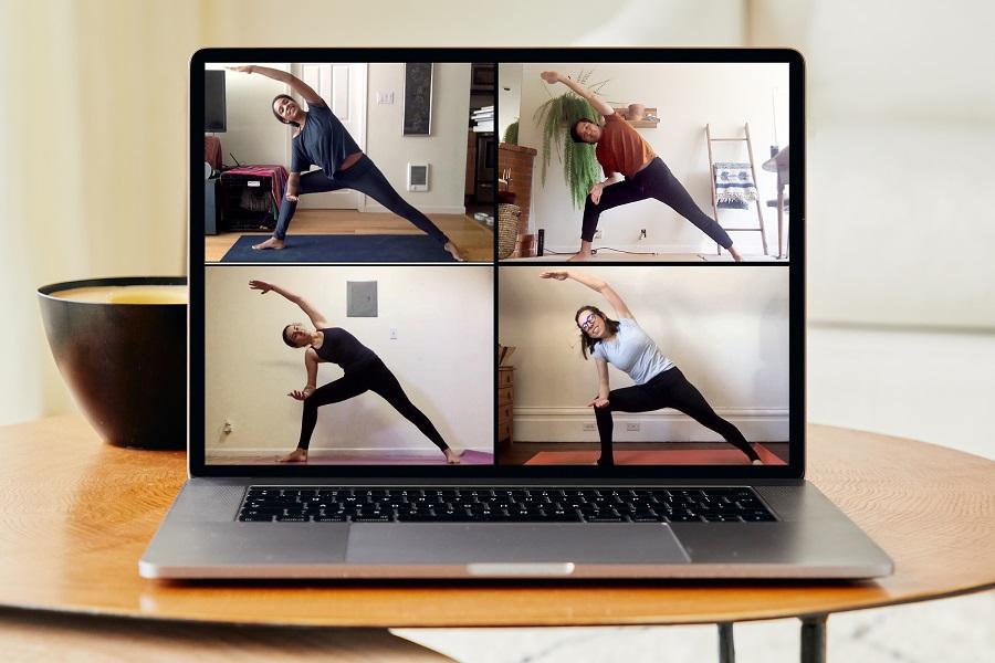 «Онлайн-впечатление» Airbnb— йога