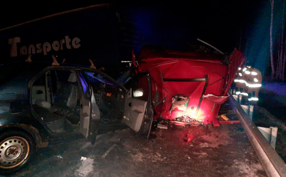 В Ленобласти перекрыли движение по трассе А-121 из-за ДТП с погибшими