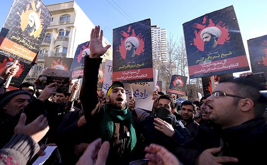 Протестующие у посольства Саудовской Аравиипослеказни шиитского проповедника Нимра аль-Нимр в Тегеране, Иран