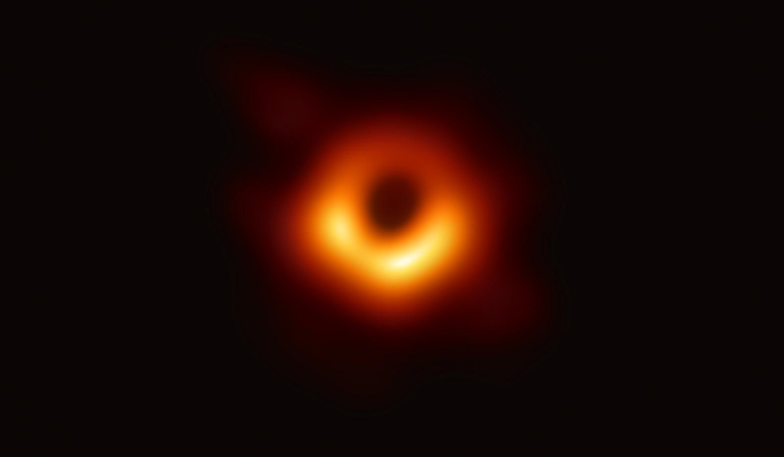 Первая фотография черной дыры