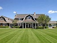 Фото: Все лето наслаждаться лазурным небом и обнимающим берег океаном предлагается за $400 тыс. - за эти деньги в вашем распоряжении окажется весь дом площадью 900 кв. м.