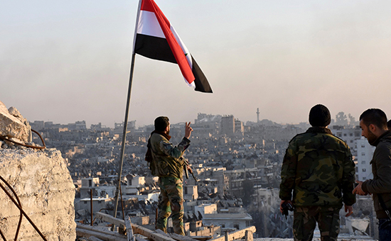 Сирийскийе солдаты. Вид на Алеппо
