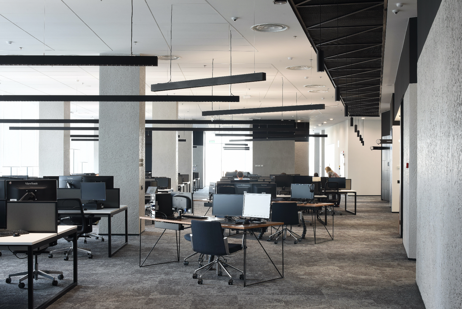 Офисное пространство выполнено по принципу open space.