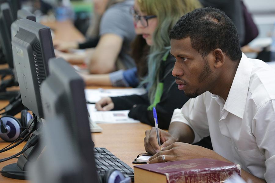 Студент РУДН на занятиях по русскому языку