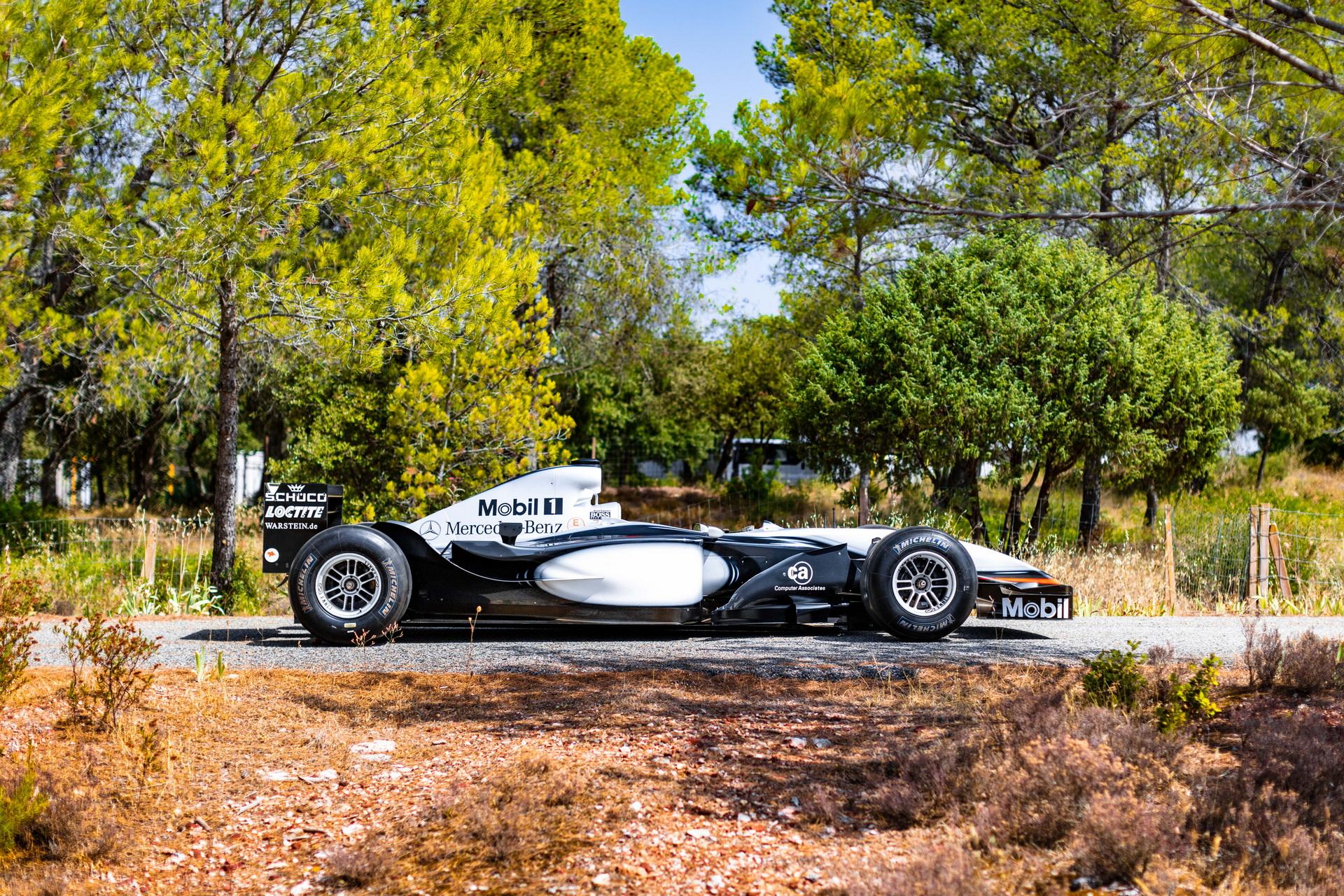 Автомобиль оснащен3,0-литровым Mercedes-Benz V10