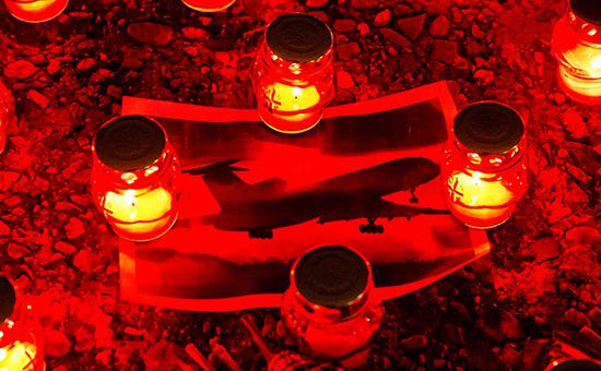 Свечи на набережной Сочи в память о погибших при крушении самолета Ту-154 Минобороны России