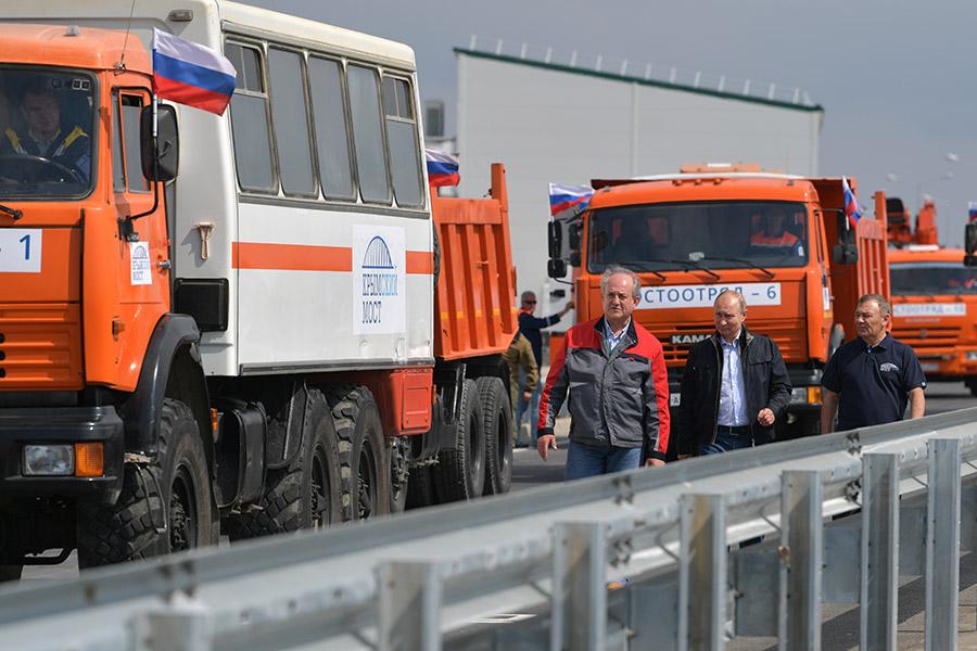 15 мая в ходе торжественной церемонии Владимир Путин открыл регулярное автомобильное движение по Крымскому мосту, который соединил материк с полуостровом