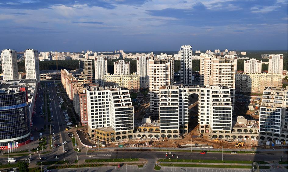 Минск. Вид на строящийся жилой микрорайон «Маяк»